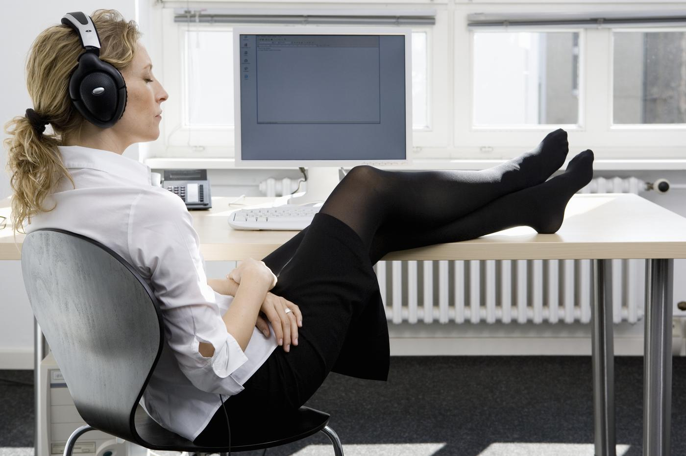 Music in the Workplace: Tune In or Tune Out? - Paychex